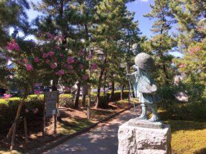 松尾芭蕉翁像(横から)